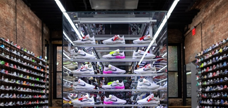 A Billionaire Insider Bets Big On Foot Locker